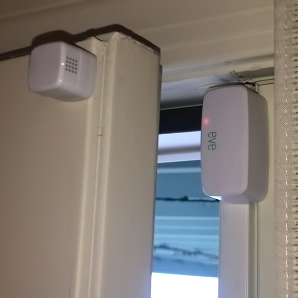 homekit-door-window-sensor-door-open-sq.jpeg