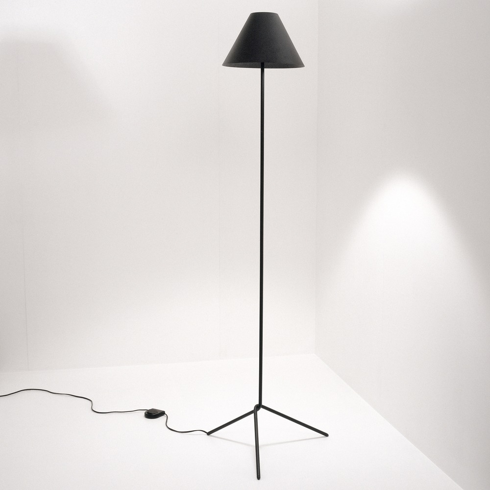 Shady Floor lamp in black