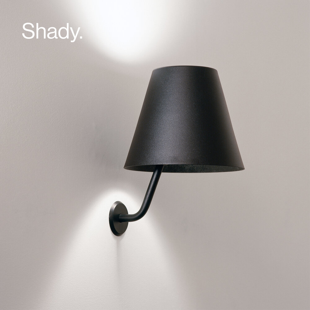 Shady wall lamp