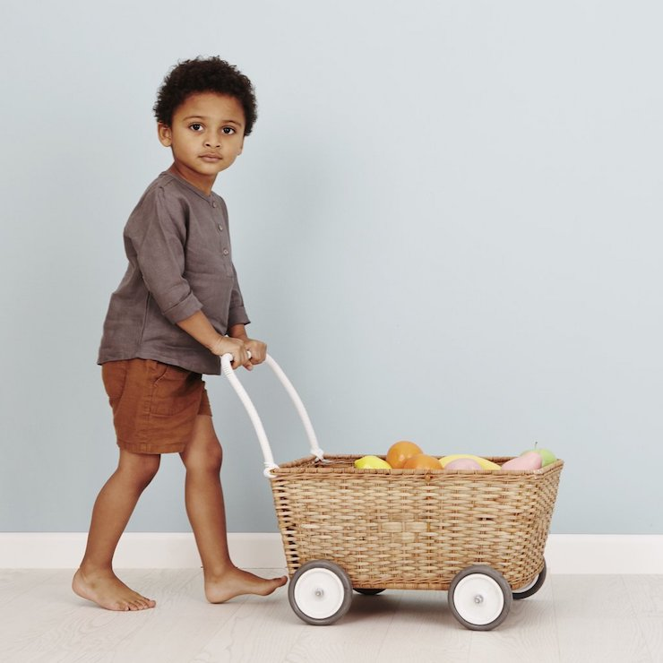 STROLLEY  | A new kind of convertible, the sturdy and substantially sized Strolley transforms from trolley to stroller with just a flip of its lid.