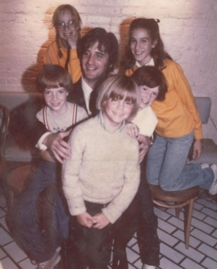 Peter Sklar in 1981 with (clockwise from front): Justin Henry (Kramer Vs. Kramer, Sixteen Candles), Jon Ward (TV Pilot: Charles in Charge, Me & Max, Beans Baxter), Liz Ward, Sarah Jessica Parker (Girls Just Want to Have Fun, Footloose, L.A. Story, Sex and the City), Allison Smith (Annie, Kate & Allie, The West Wing)