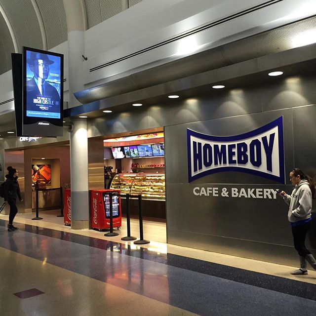 If you're flying American out of LAX this holiday season, consider supporting the amazing people at @homeboyindustries via their airport cafe 🍪😋✈️