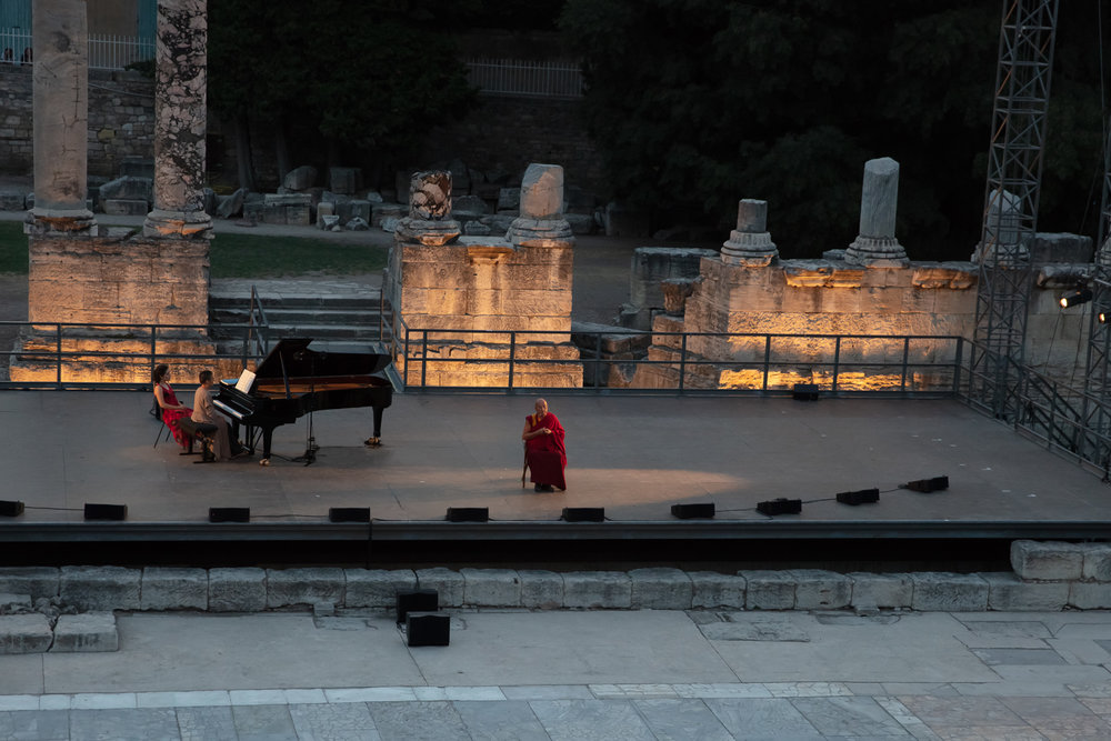 Matthieu s'est servi des ambiances évoquées par la musique pour introduire les étapes successives de la méditation : amour, compassion, joie et impartialité.