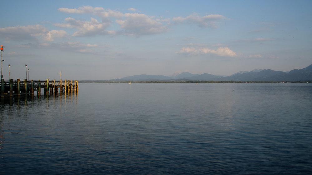 La présence constante du lac…