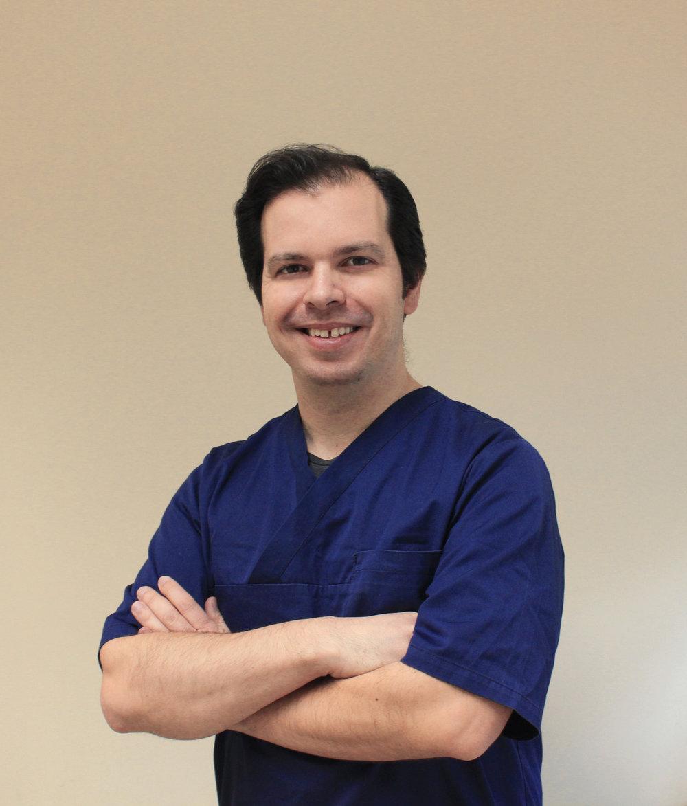 Tony Rolo  Médico Dentista  (C.V)
