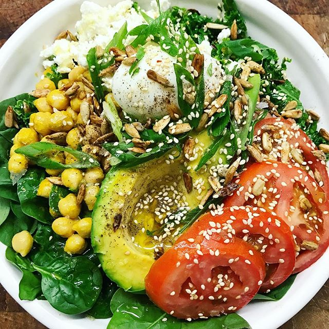 We are in love with everyone's Build-Your-Bowl combinations!  Spinach + Sautéed kale Cheezy chickpeas + black beans  Avocado + crumbed feta + fresh tomato Soft boiled egg + Tamari salad seeds 🍅🥑🥒🍠🥕🌽🍈🍓🍇🍑