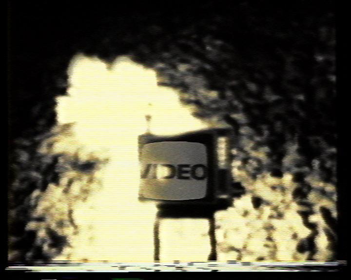 Momentaufnahme aus einem Selbstportrait der Videogenossenschaft Basel. Standbild aus: «5 Kulturprojekte in der alten Kaserne» (CH 1982), Rechte: Reinhard Manz und Franz Schnyder.