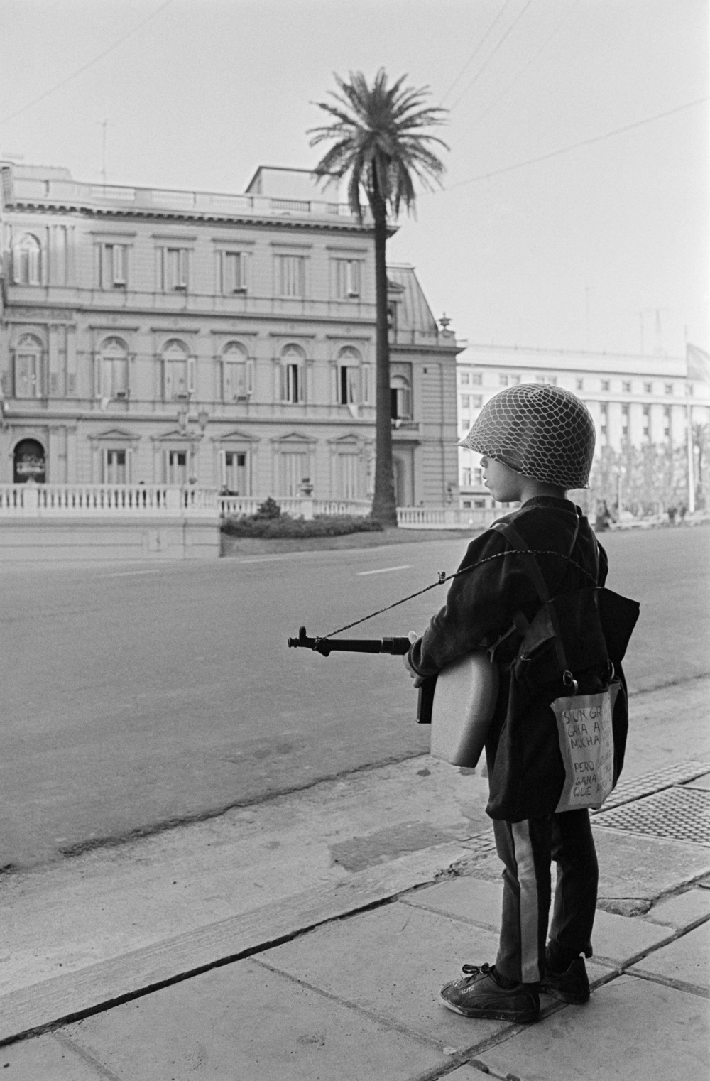 Waiting for General Haig during the Malvinas war, Buenos Aires, 1982.