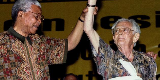 Joe Slovo with Nelson Mandela (Soure:Huffington Post)