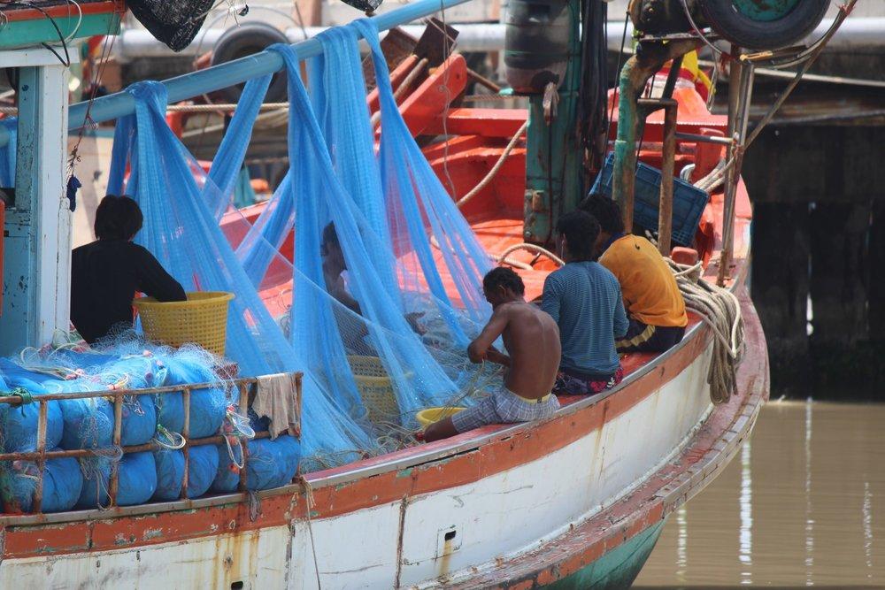 Thailand Boats Men.jpg