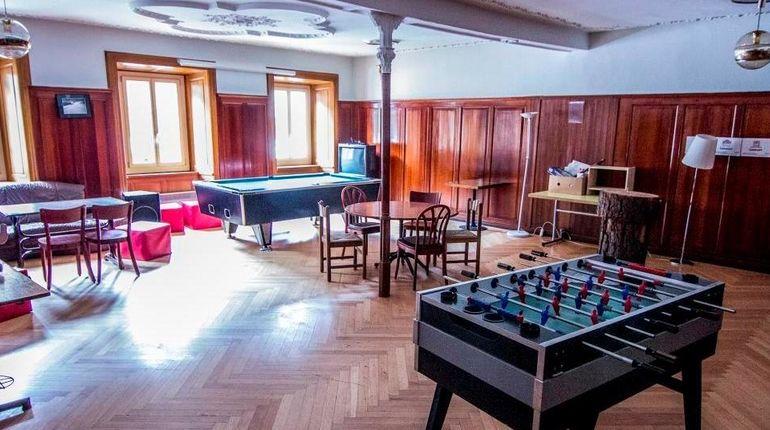 csm_davos-unterkunft-spinabad-lounge_35cdde1fda.jpg