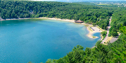 Devil's-Lake-State-Park-216px.jpg