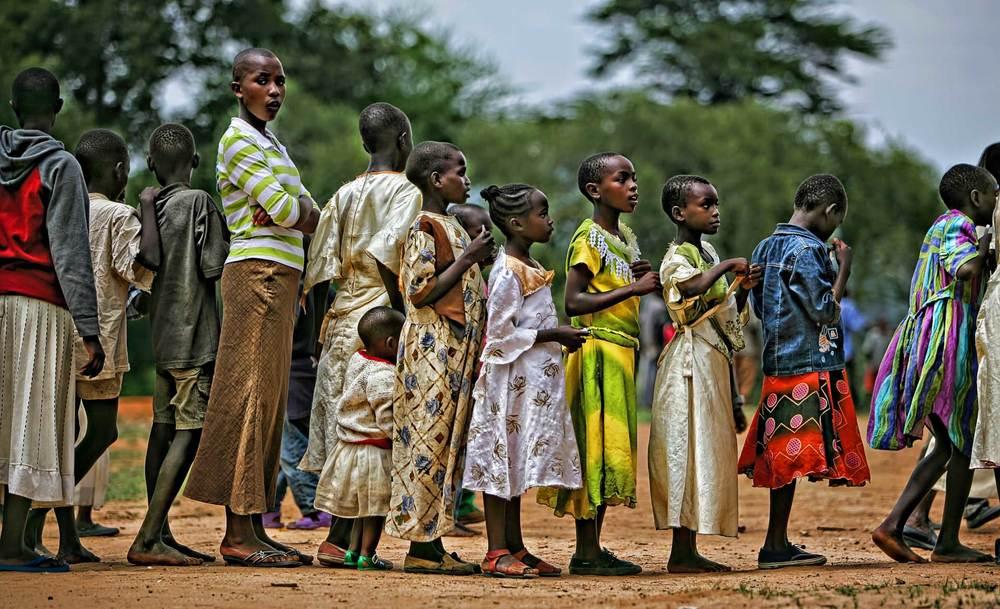 DLP_Humanitarian_children in line.jpg