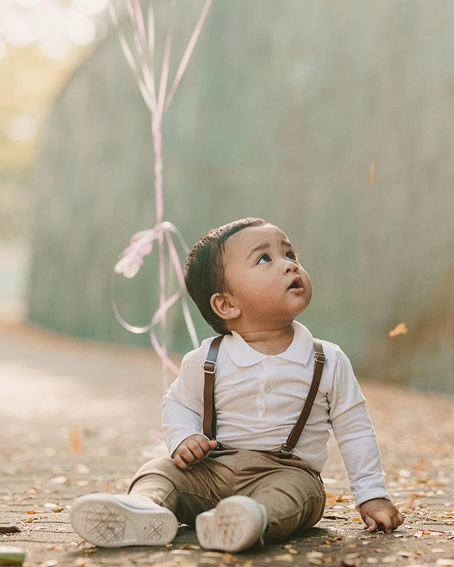 Kids pretty much dictate how the photography session is going to unfold. I really find it's about waiting for the perfect moment and letting them simply be kids! This cutie here is celebrating his first birthday today! We have a couple of our favorite family portraits of Mishary, Umi and Abi up on IGStory specially for them on this special day ❤️