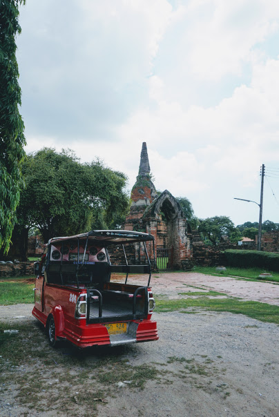 Getting around Ayutthaya by tuk-tuk! Day trip from Bangkok