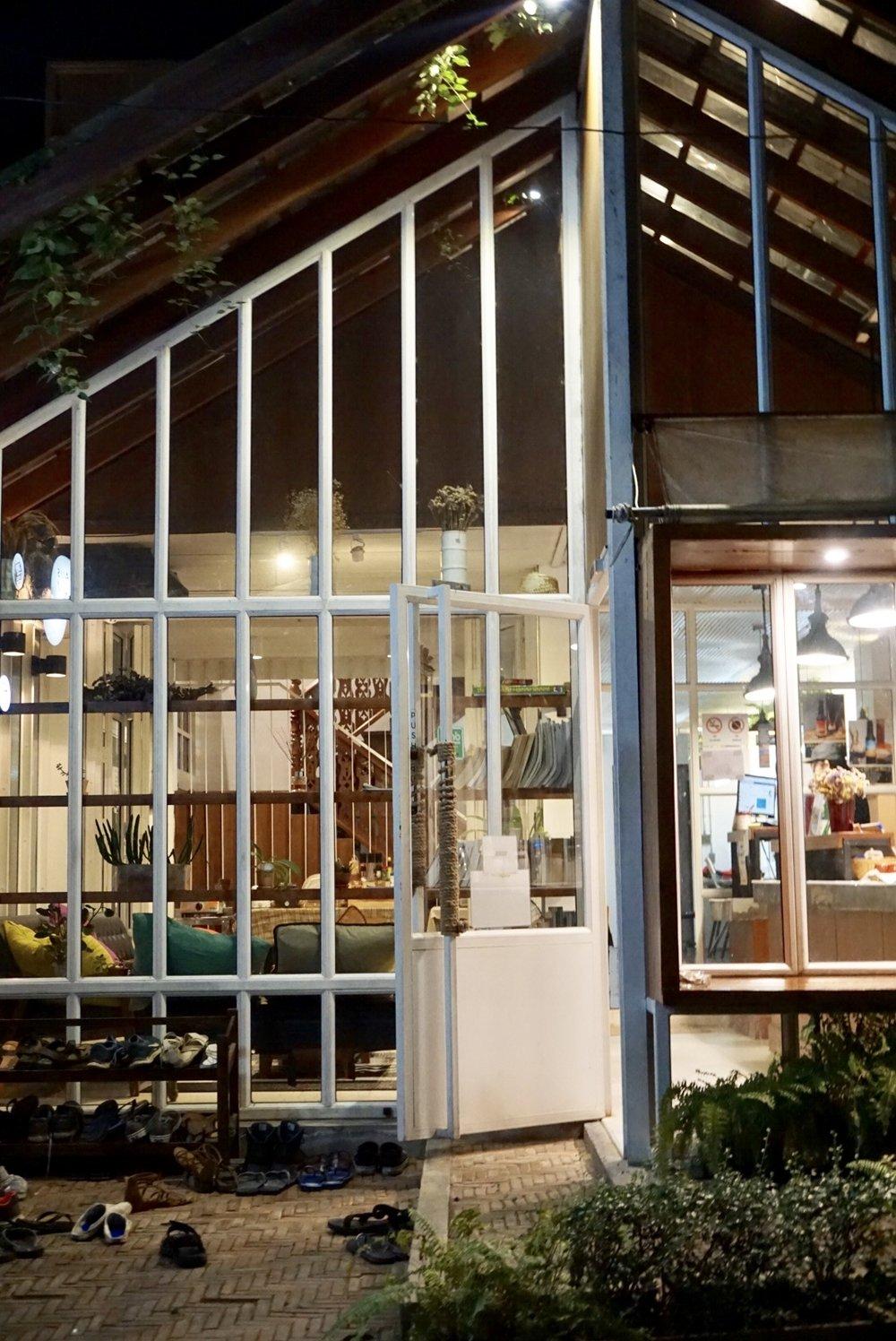 Haus Hostel, Chiang Mai, at night