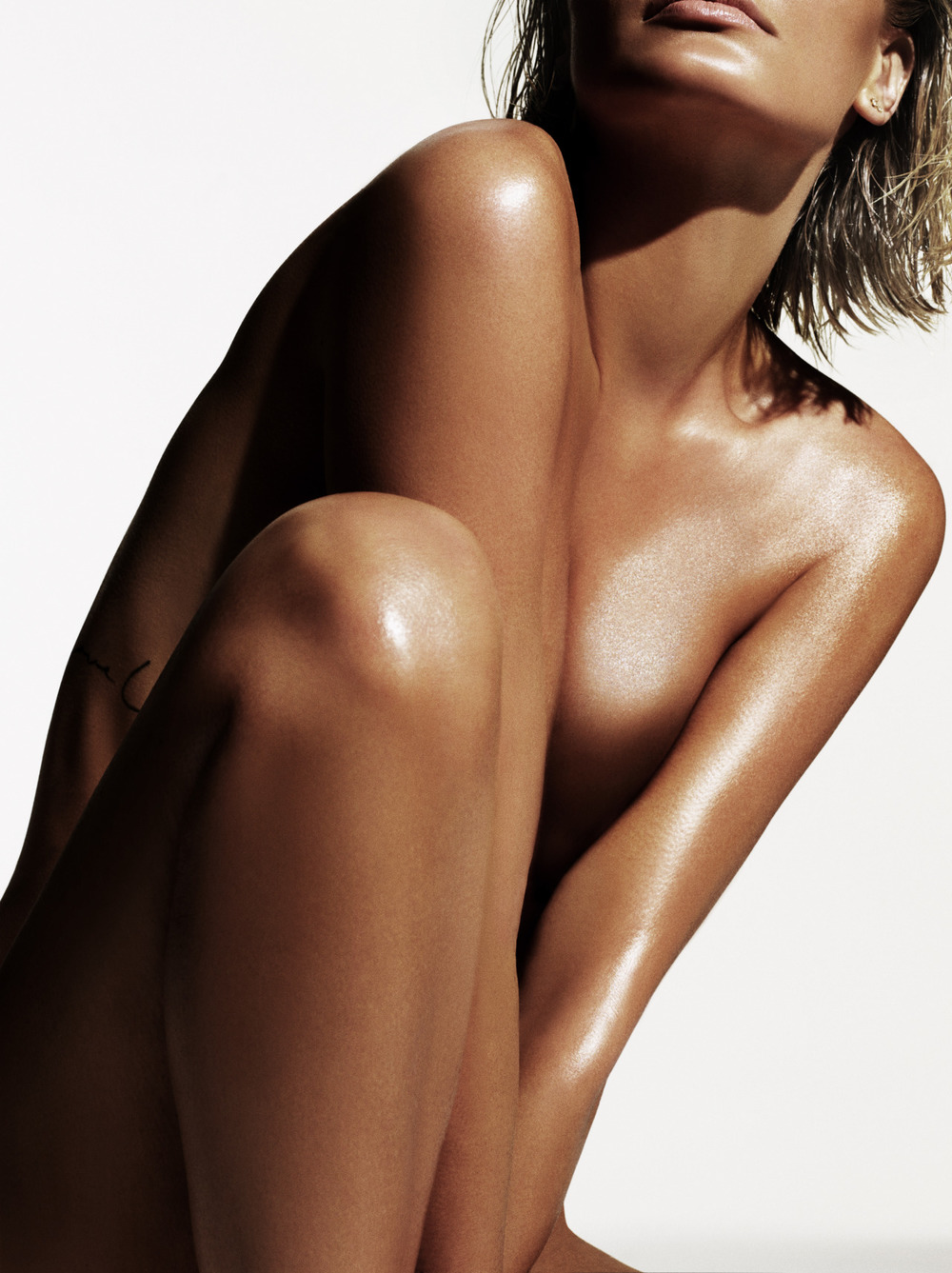 iamlarabingle: THE BASE BY LARA BINGLE X LARA BINGLE Lara Bingle ( iamlarabingle, being-lara-bingle for The Base (@thebasebylb), photographed by Dario Catellani dariocatellani Retouched by HOUSE