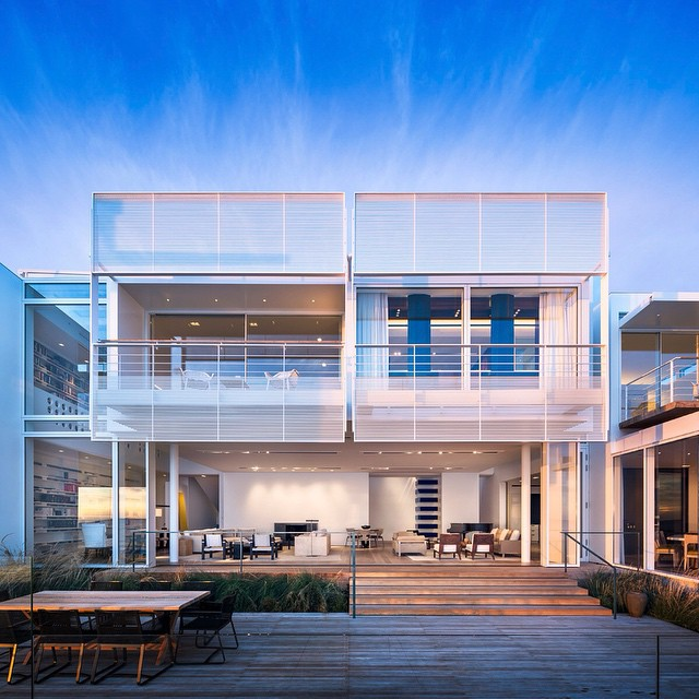 East coast is freezing but it's always #beautiful in #Malibu. Photography by Scott Frances for Richard Meier Architects. #photography #California #sunset #dusk #architecture #beachfront #beach #house #blueskies #beachhouse #modern #design #deck #instagood #richardmeier #geometric #interiordesign #scottfrances @scottfrancesphoto HOUSEtribeca.com photo-retouching house