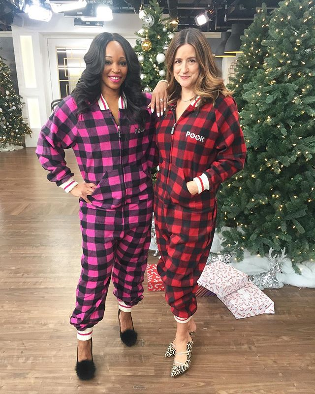 I always felt @thetracymoore And I were kindred spirits but fabulous heels with comfy @pookcanada onesies really solidifies it! Tomorrow 9am on @Cityline for my favourite #secretsanta ideas plus I share my family holiday tradition plus the funniest ever game of #hedbanz ever! And don't forget @leighannallaire has the coolest customized decor pieces created from our selfies!! #bestshowever