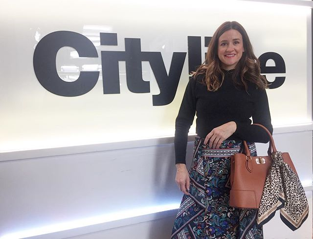 Back in the @cityline studio filming some amazing tips on where NOT to splurge! Point right here - this on-trend animal print scarf is actually a $6 hair tie that I wrapped on this amazing mock croc structured handbag. Watch next Tuesday 9am on #citytv or Cityline.ca for all my tips! #citylineexpert #torontostylist #fashionhack #fashionsaver #chicstyle #findyourstyle #litlehitsofstyle #simplechichacks