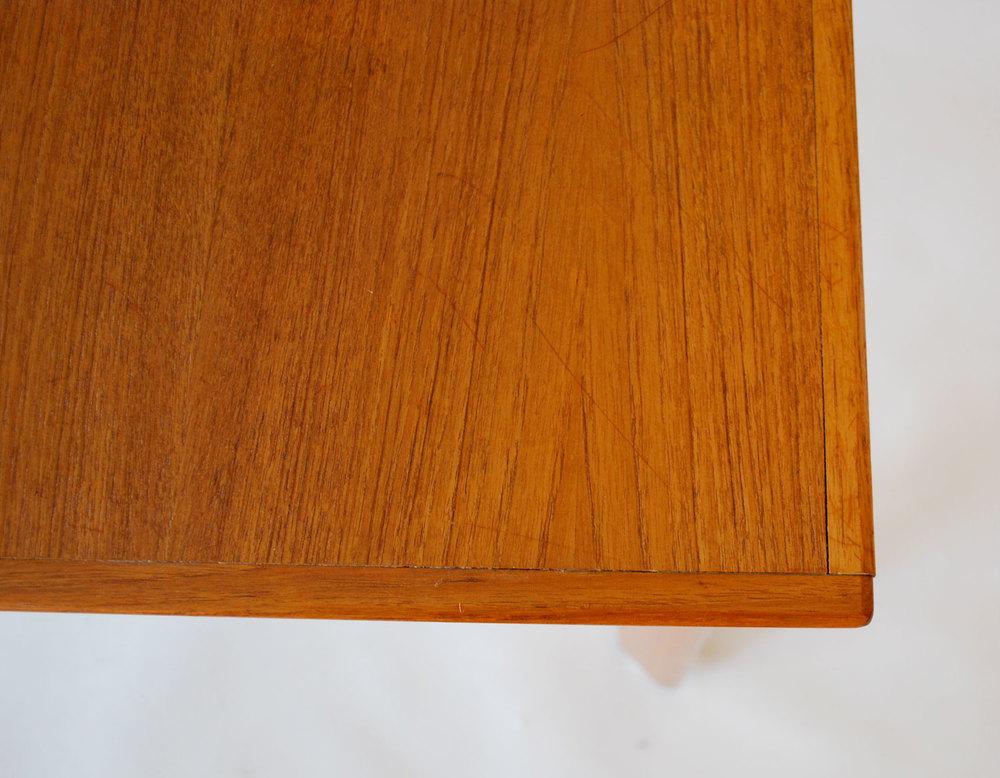 tablecorner.jpg