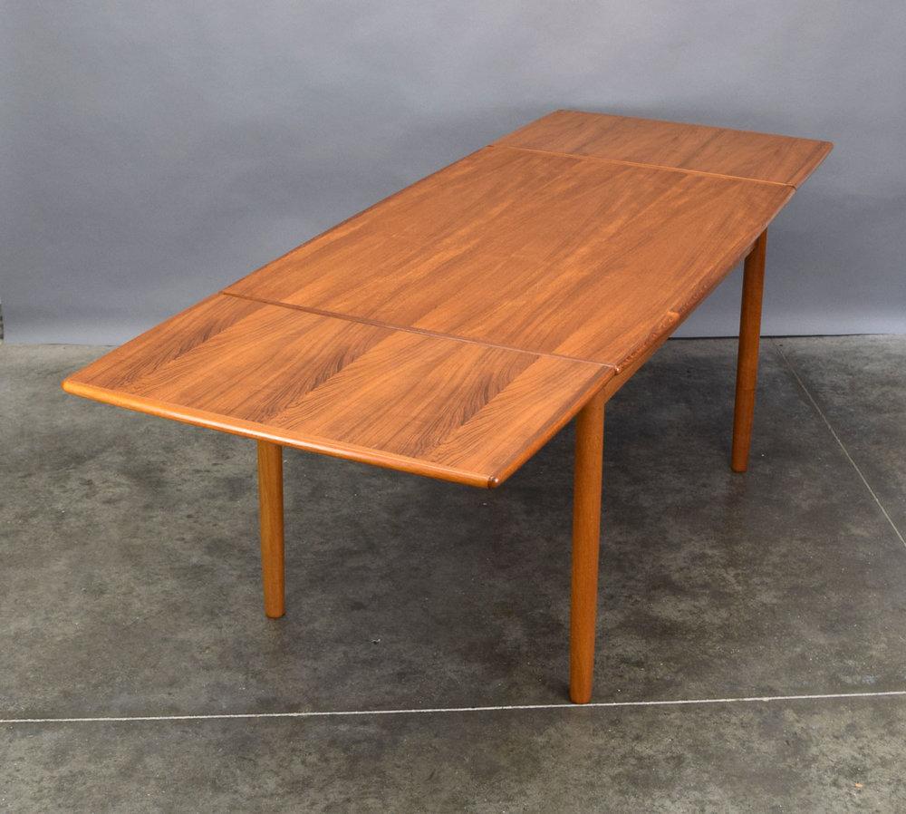 table_ext.jpg
