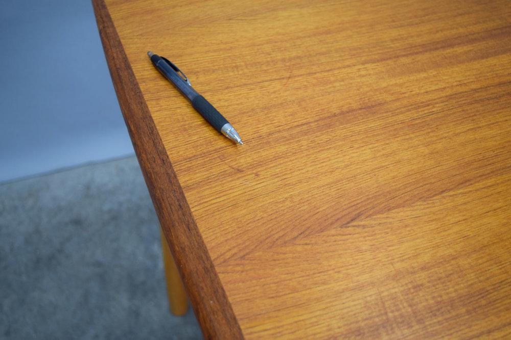 table_scratch2.jpg