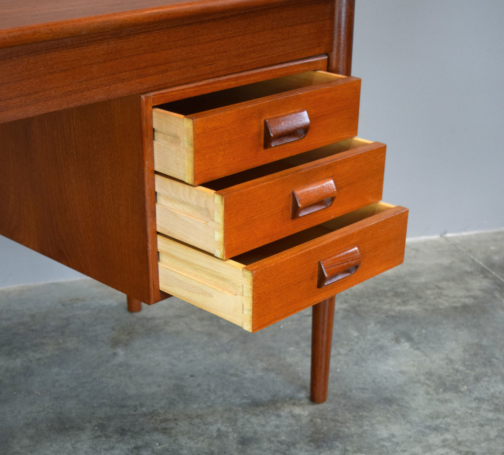 BMdesk_drawers.jpg