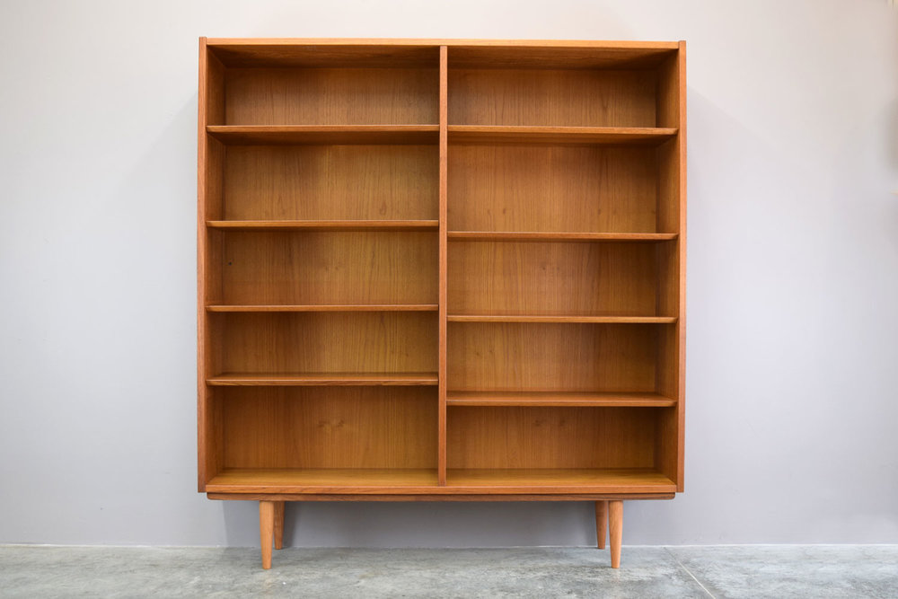 bookcase_plain.jpg