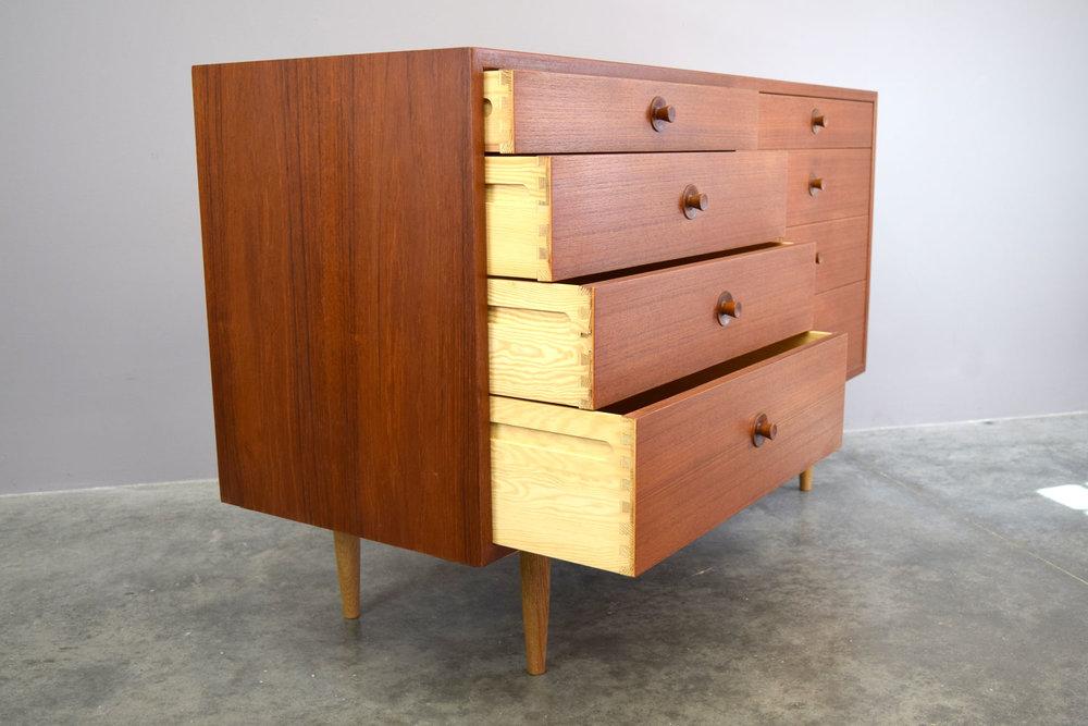 oresunddresser_drawers.jpg