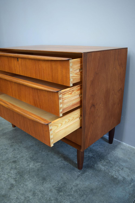 chest_drawers.jpg