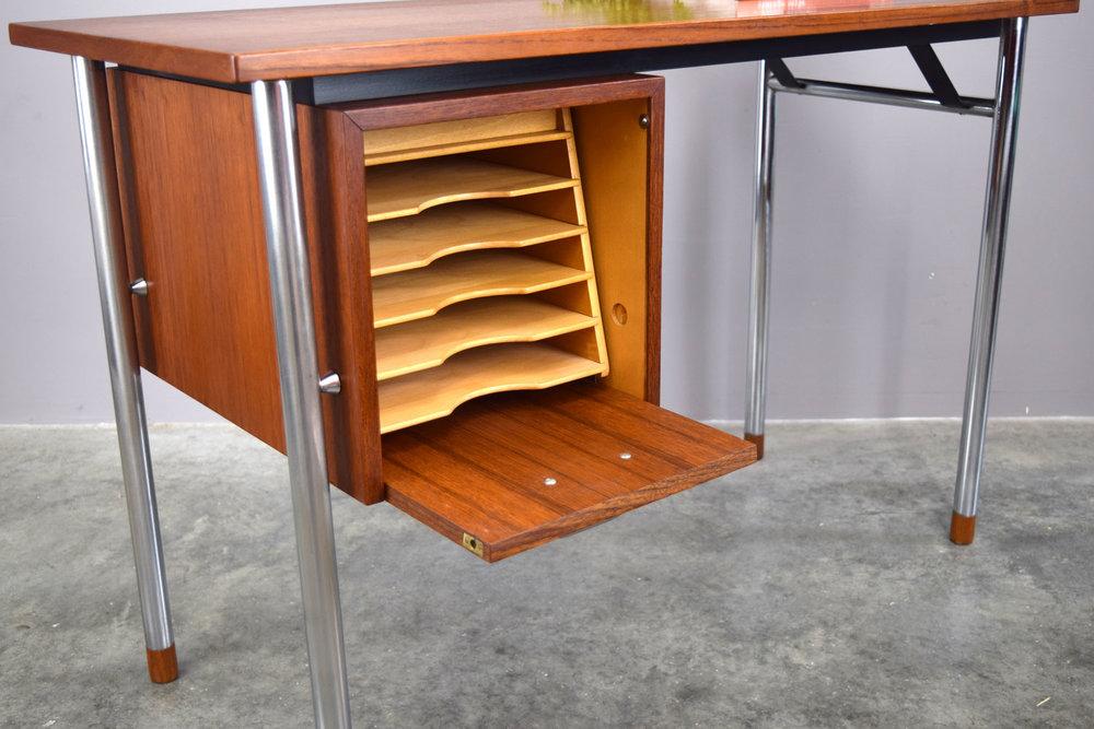 desk_open1.jpg