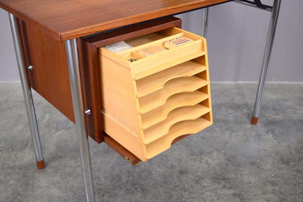 desk_open2.jpg