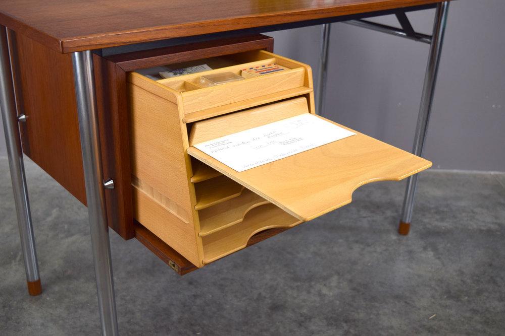 desk_open3.jpg