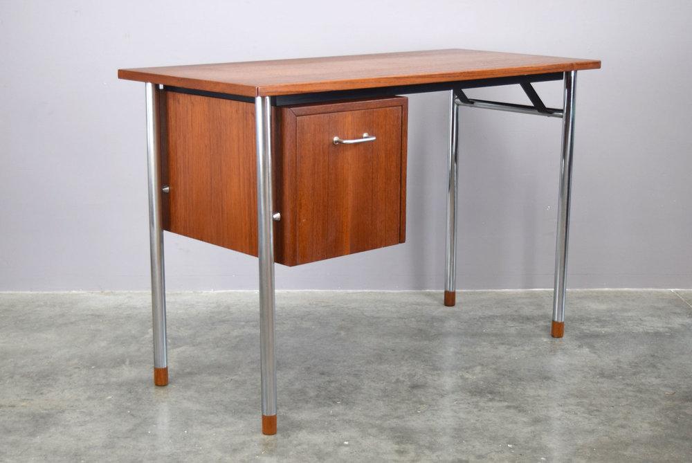 desk_plain2.jpg