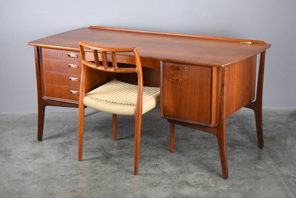 desk_chair2.jpg