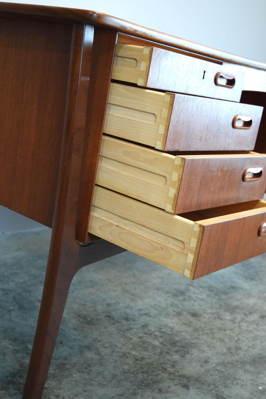 desk_drawers.jpg