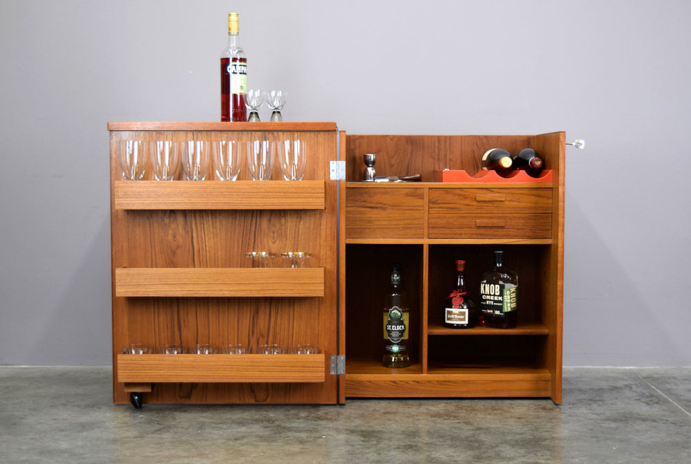 LOCKING PORTABLE BAR
