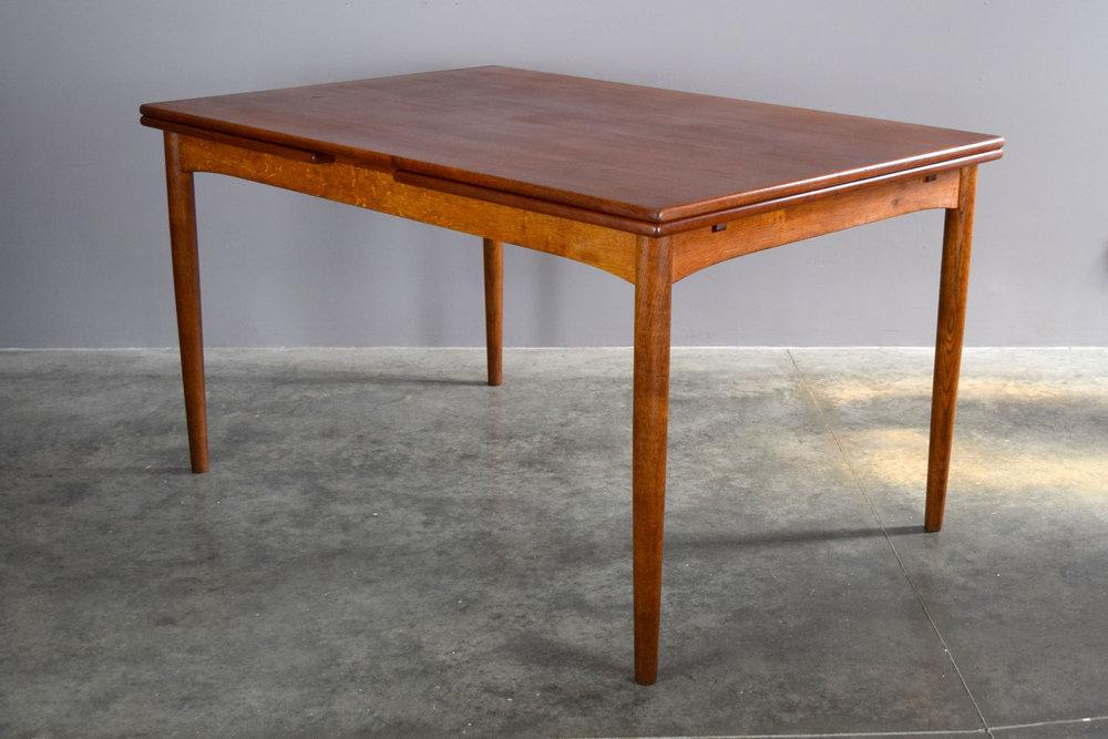 table_plain.jpg