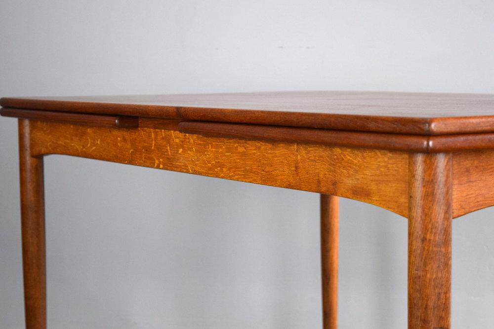 table_skirt2.jpg