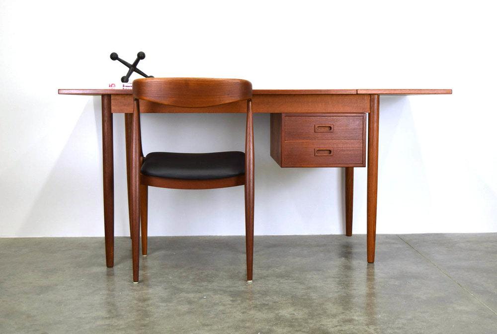 desk_set.jpg