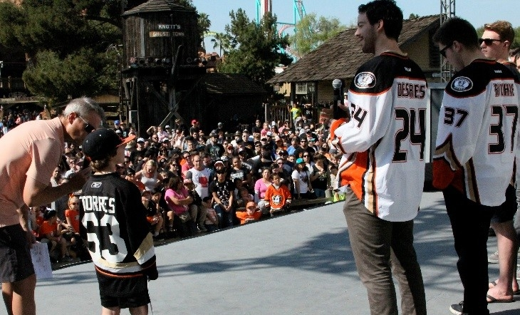A young Ducks fan getting a chance to ask their favorite players a question at the player meet and greet at Knott's Berry Farm!