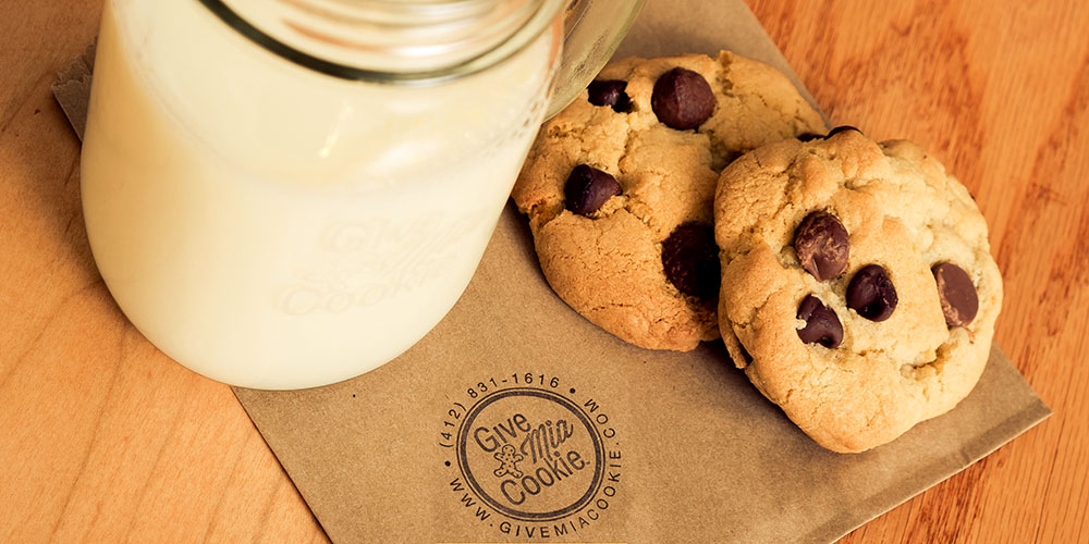 cropped_002_cookies_milk.jpg