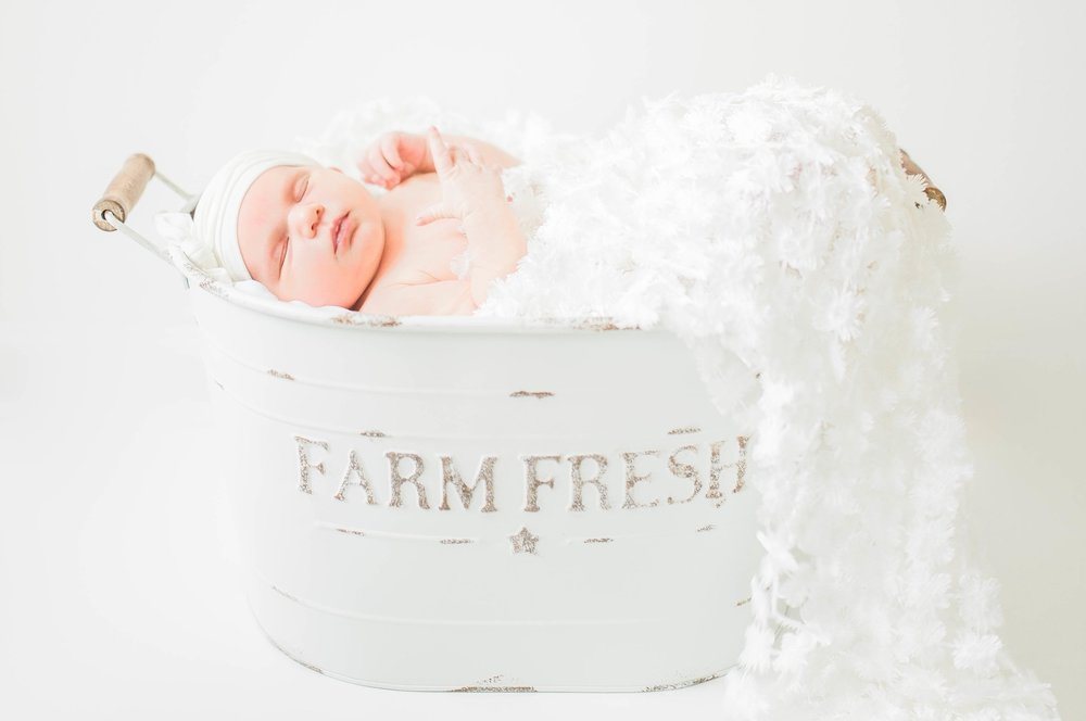 Indianapolis Newborn and Maternity Photographer based in Carmel IN