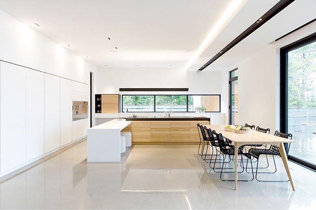 Superbe projet qui date de quelques années en collaboration avec @cyrcathcart_designers  Cuisine par @gepetto_cuisine  Design par @cyrcathcart_designers Photo par Savitri Bastiani . . . . . . . . . . #contemporarydesign#contemporarykitchen#montreal#gepettocanada#gepetto_cuisine#highenddesign#designoftheday #designoftheweek#instalike#minimalist#minimalistic#minimaldesign#architecturelovers#house#houseporn#architectureporn #designporn#interioridea#archdaily#archlovers#homedesign#beautifulkitchens#kitchendesign#beautiful#followme#instadaily #instagood#photooftheday#kitchen