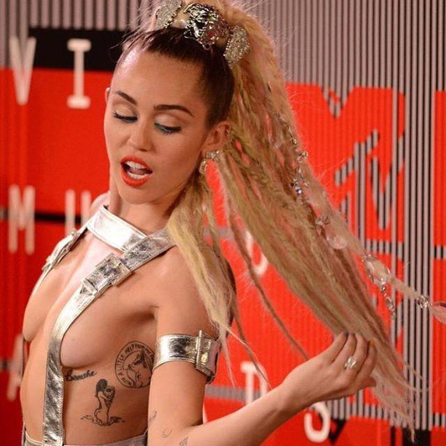 Miley Cyrus at the 2015 VMAs