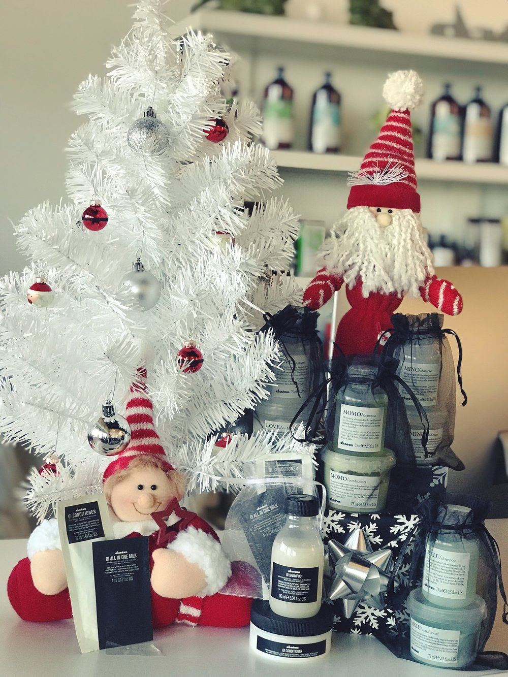 Stop in STAIY SALON and grab some Davines' mini Shampoo & Conditioner travel sets or the mini Oi Shampoo & Conditioner travel set, as stocking stuffers or as a simple cute gift for your family & friends! Or why not grab them both?!   #davinessalon #davinesconceptsalon #StockingStuffers #Gifts @davinesnorthamerica @davinesoffical