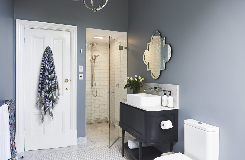 Glamour-Guest-Bathroom-by-LynneBradleyInteriors.jpg