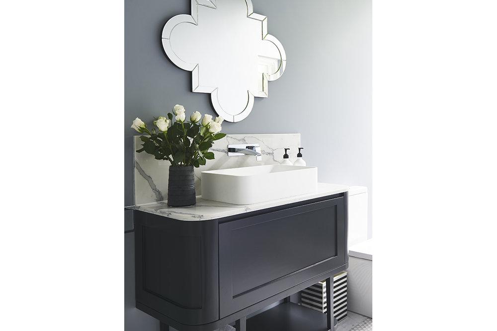 Glamour-Guest-Bathroom7-by-LynneBradleyInteriors.jpg