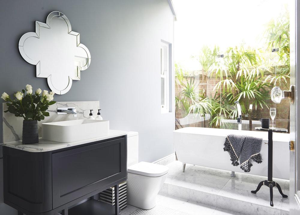 Glamour-Guest-Bathroom8-by-LynneBradleyInteriors.jpg